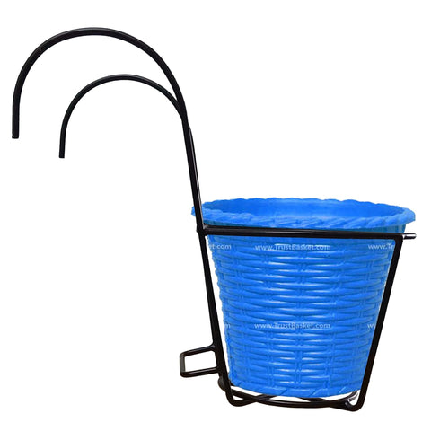 TrustBasket  Hanger Set With Plastic Planter