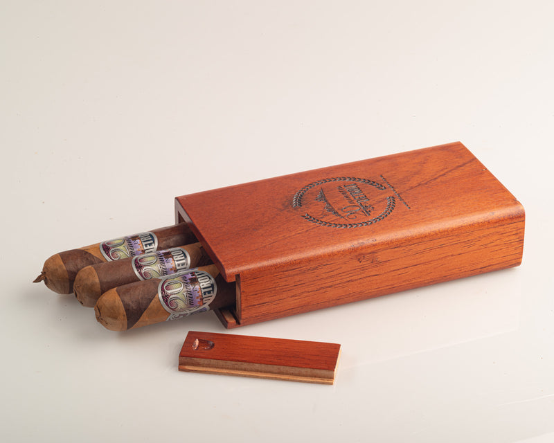 Exclusive Gift Set - 3 Cigars + Wooden Carrying Case