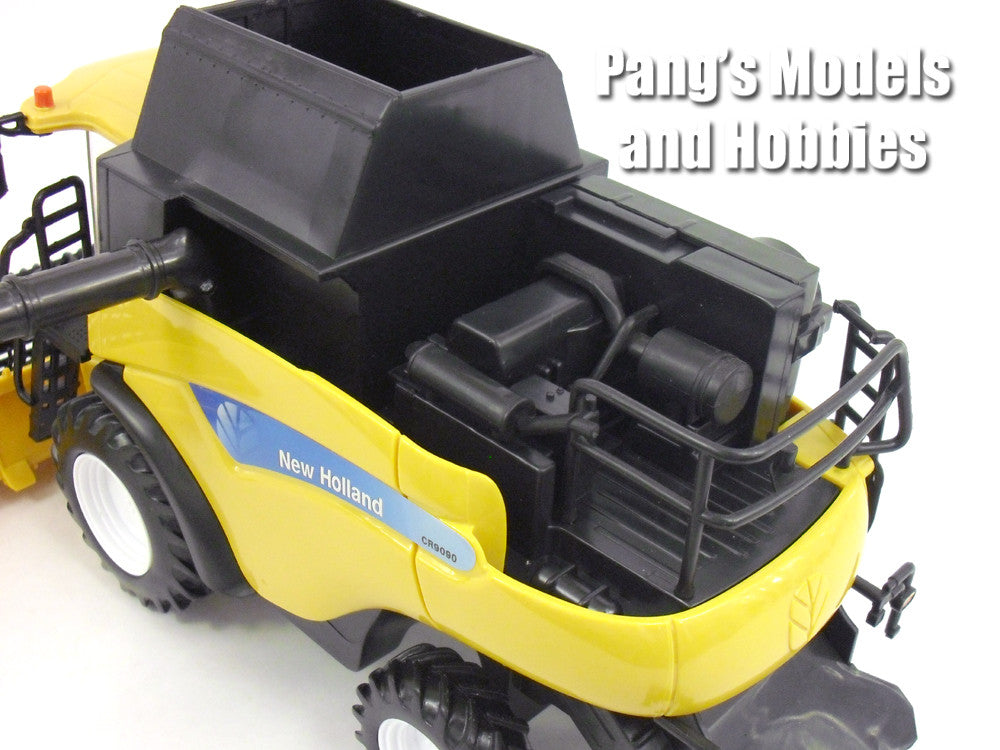 New Holland CR9090 Combine 1/32 Scale Plastic Model by