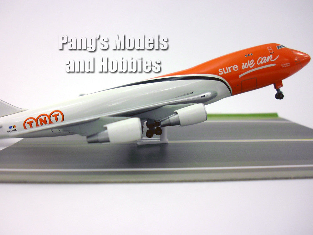 Boeing 747-400F TNT Project Runway 1/400 Diecast Metal by