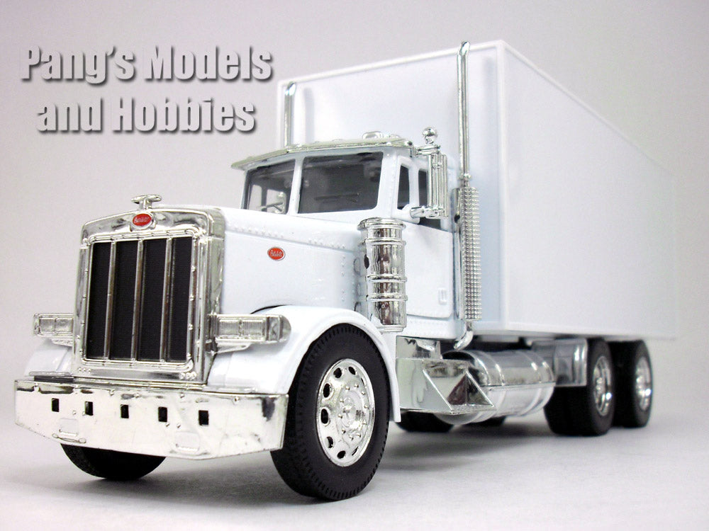 Peterbilt 379 Straight Box Truck 1/32 Scale Model by NewRay