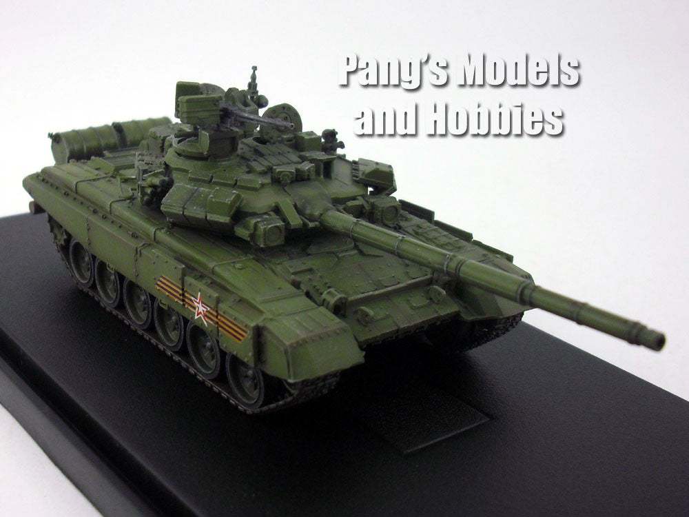 T-90 Russian Main Battle Tank - Victory Day Parade - 1/72 Scale Model by Modelcollect