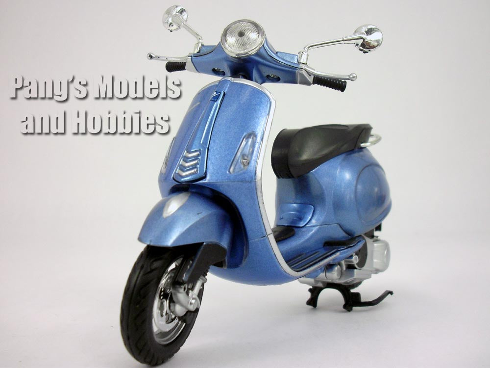 Vespa Primavera 1/12 Scale Diecast Metal Model by NewRay