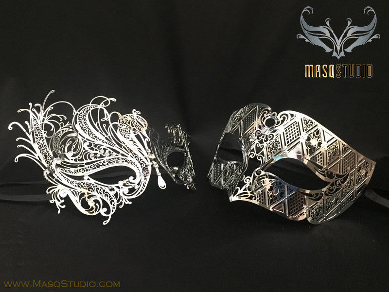 Luxury Venetian Couple Swan Gold Masquerade Mask Set
