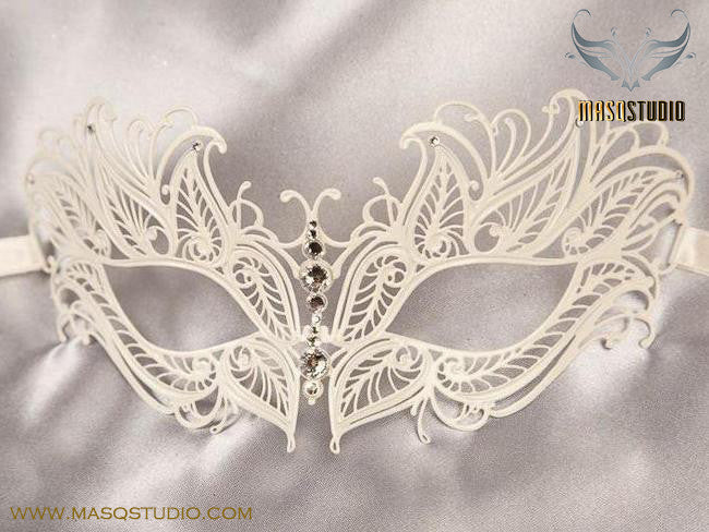 Filigree metal princess eye mask White