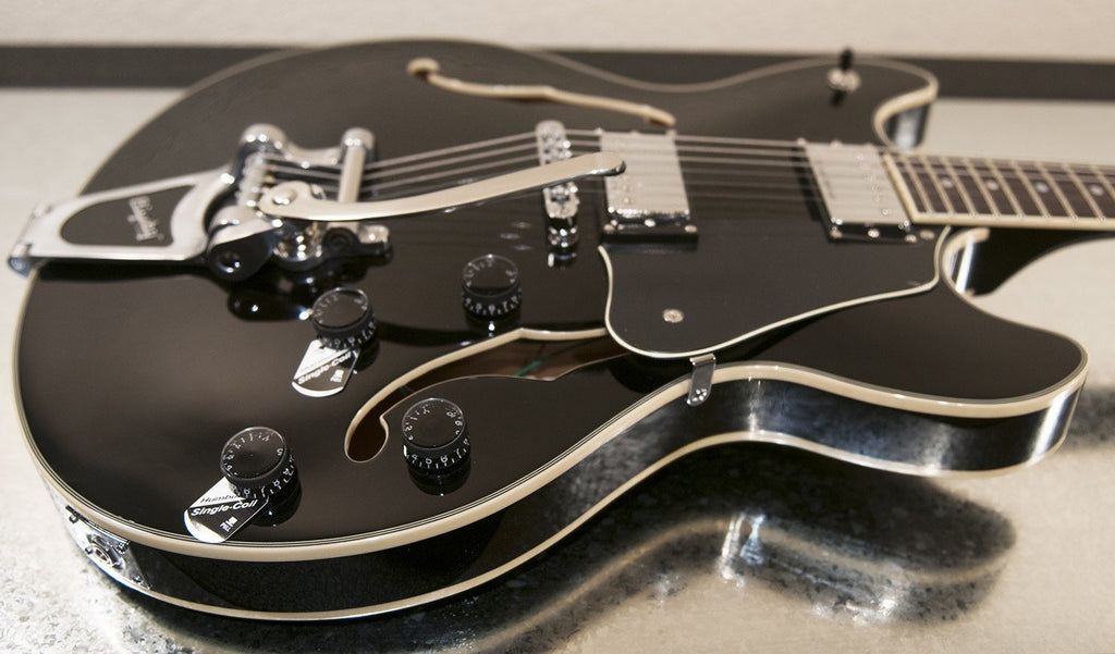 Schecter Guitars Schecter Corsair with Bigsby | Gloss Black