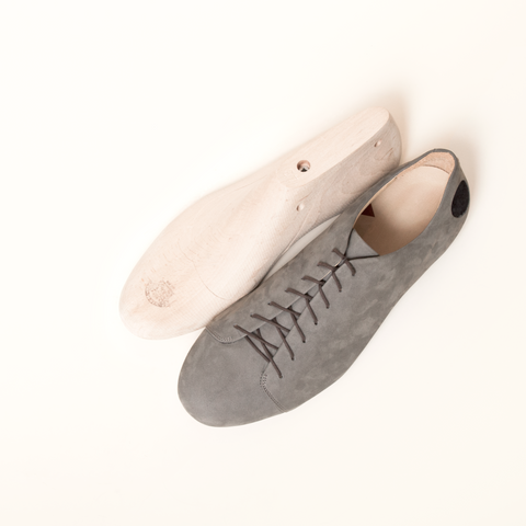 Top view of the Kitten Testicle Grey, handmade of soft nubuck