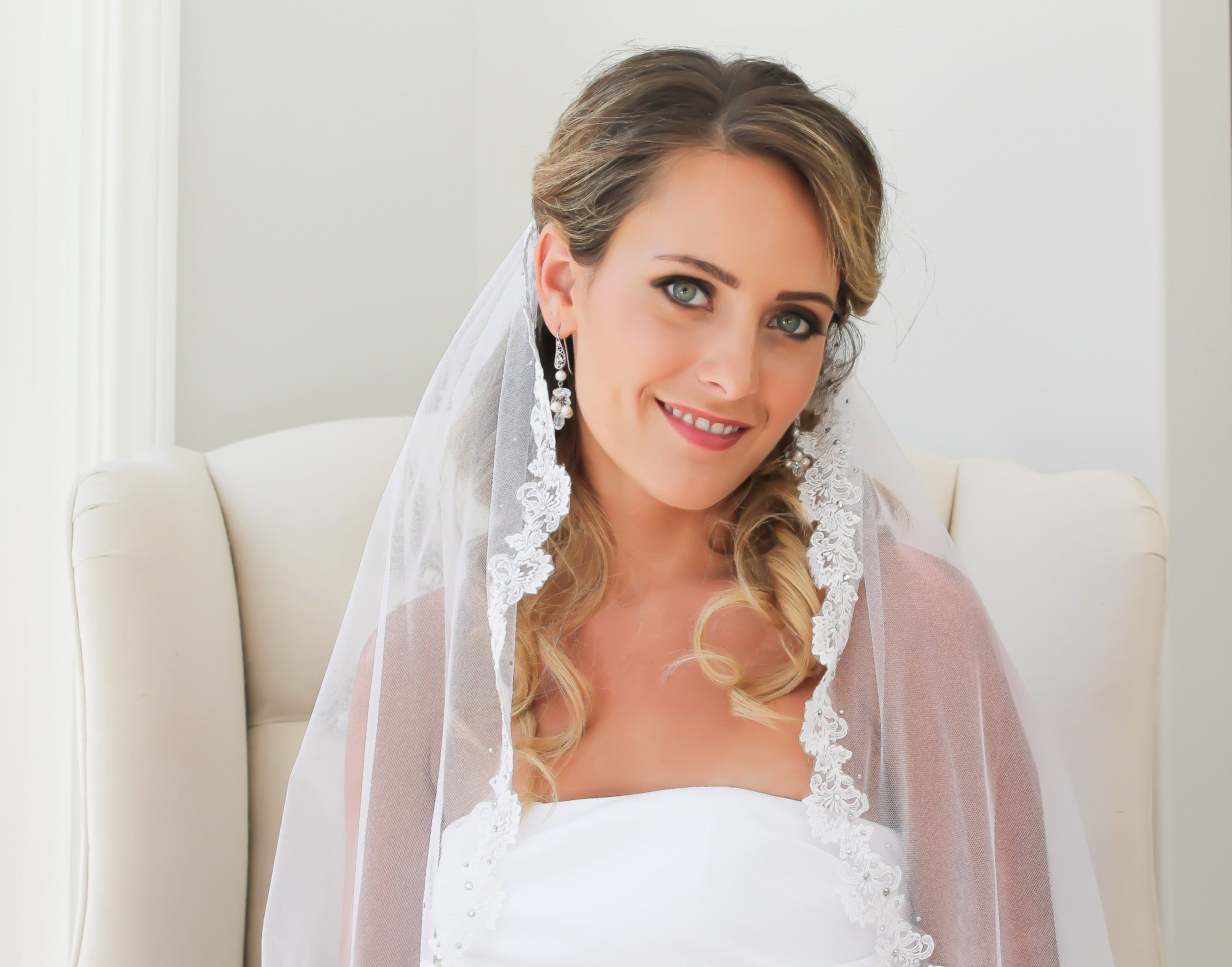 Wedding Veil Handmade Soft Tulle and Lace - Bride Glamor