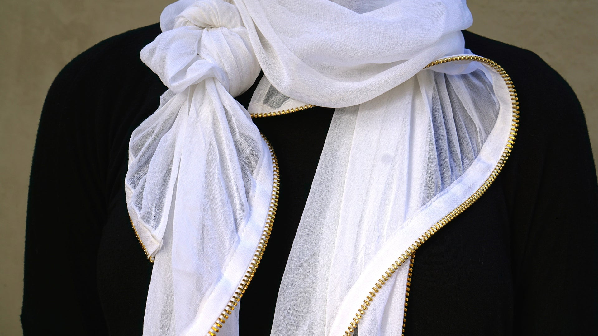 fancy_scarf_perfect_for_eid_and_ramadan_white_with_gold_zipper