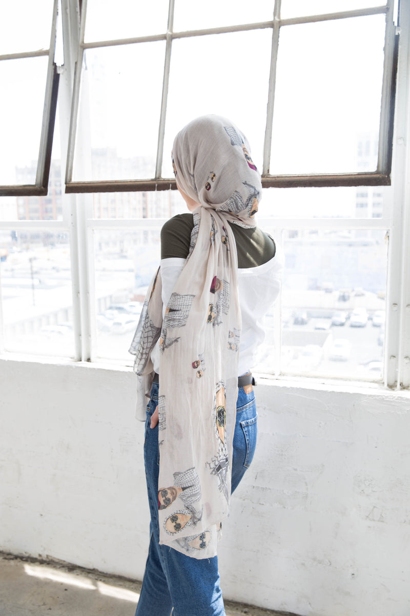 minimalist_clothing_jean_tan_scarf