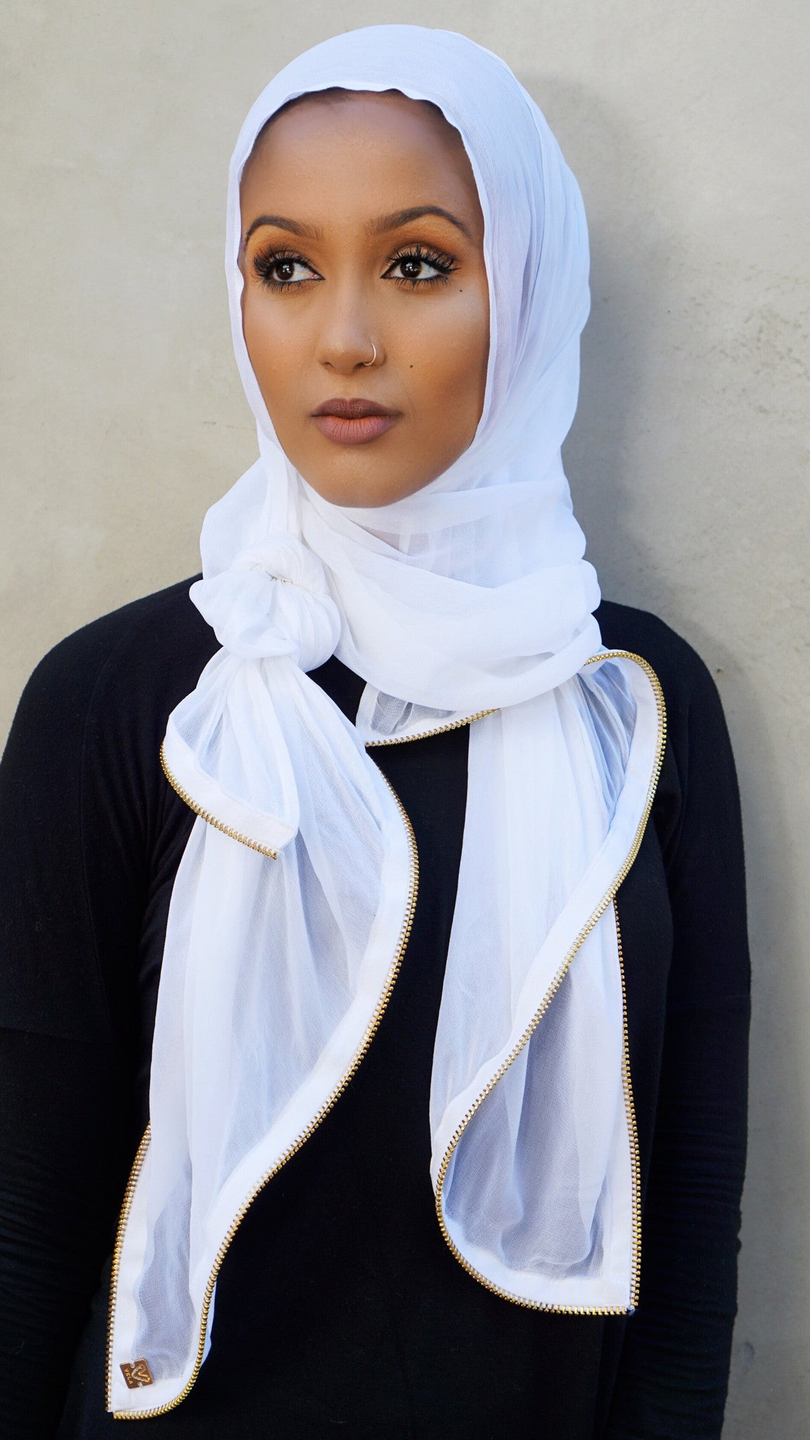 fancy_white_and_gold_scarf_with_intricate_designed_zipper