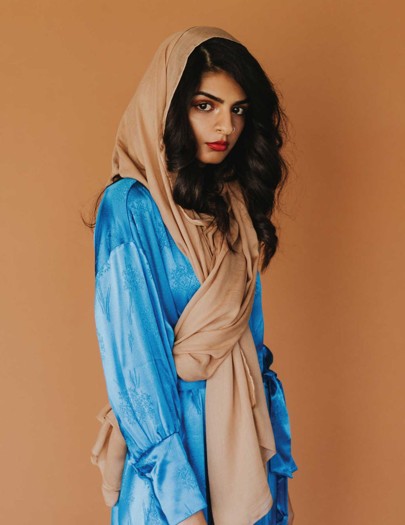 indian_american_wearing_camel_colored_scarf
