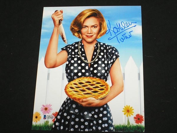 KATHLEEN TURNER Signed Serial Mom 8x10 Photo Autograph BAS BECKETT COA - HorrorAutographs.com