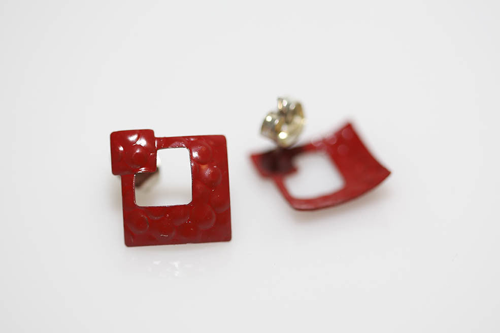Enameled Metal Earring in Red Diamond