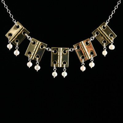 Five-hinge necklace with pearls