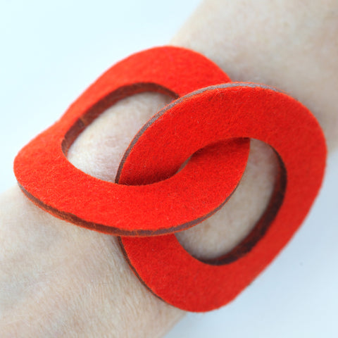 Wool felt two-ring bracelet
