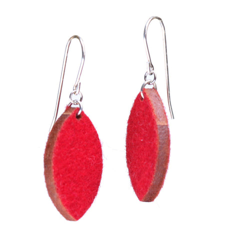 Wool felt single-leaf earrings