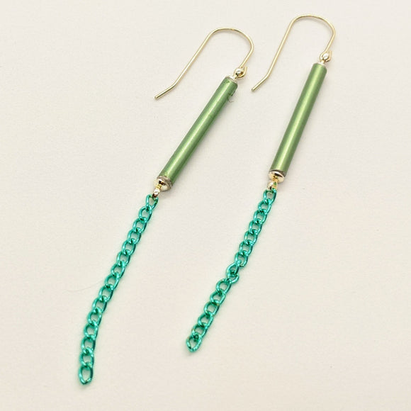Green knitting needle earrings with chain