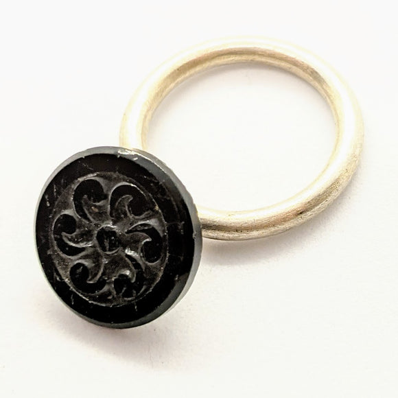 Mourning button ring 1