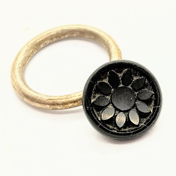 Mourning button ring 3