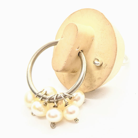 Rubber stopper ring with pearls