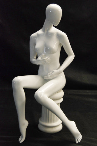 Avis 9: Seated -- White Glossy