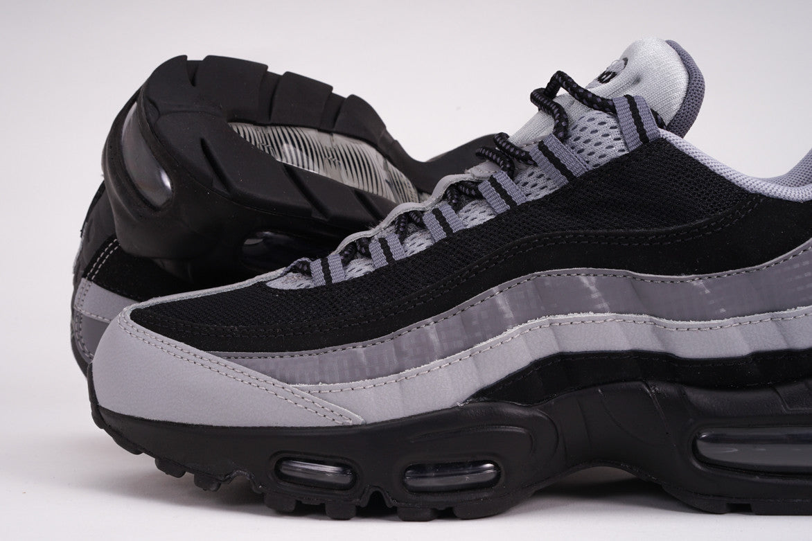 AIR MAX 95 ESSENTIAL - BLACK / GREY