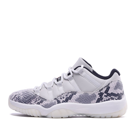 "AIR JORDAN 11 RETRO LOW LE ""SNAKESKIN"" - LIGHT BONE"
