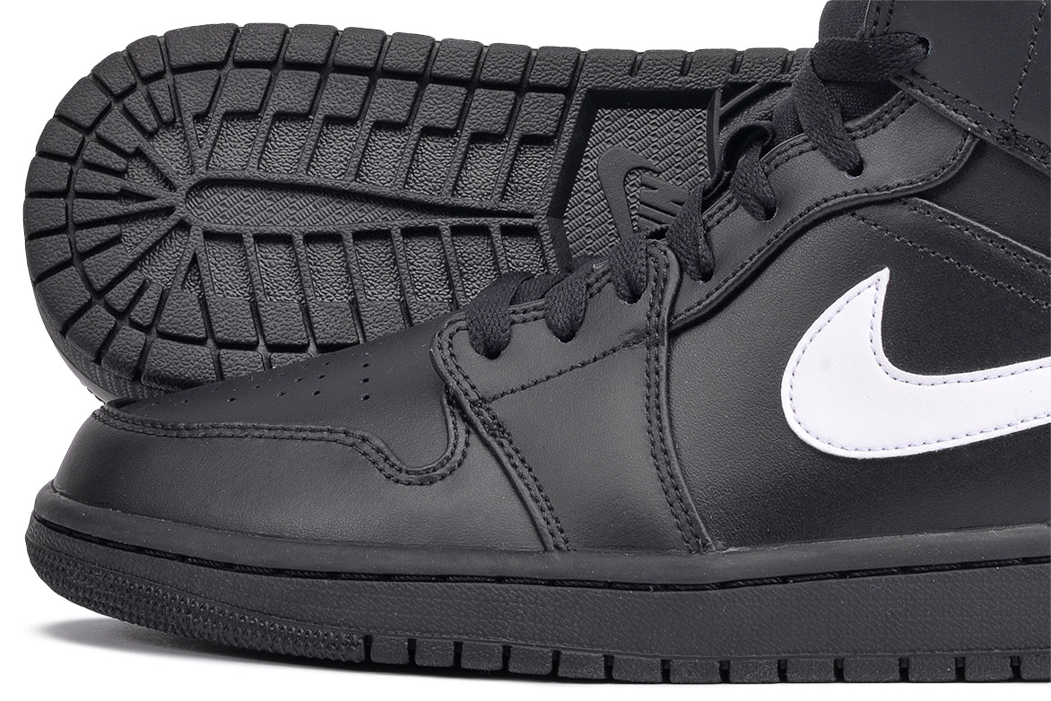 AIR JORDAN 1 MID - BLACK / WHITE