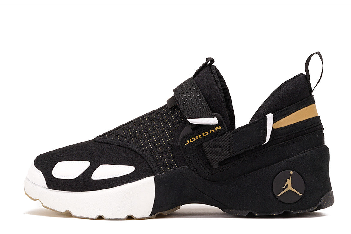 bb54992a905835 JORDAN TRUNNER LX BHM - BLACK   METALLIC GOLD ...