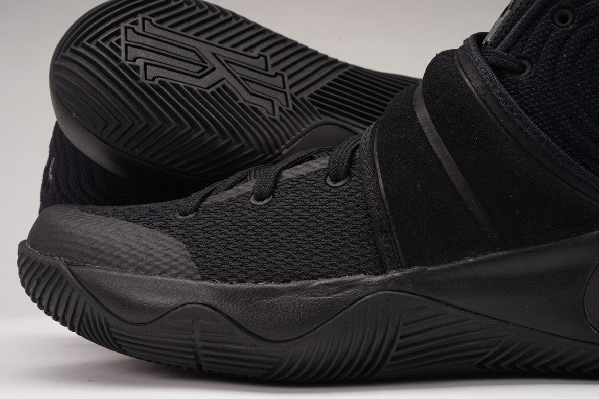 "KYRIE 2 ""TRIPLE BLACK"""