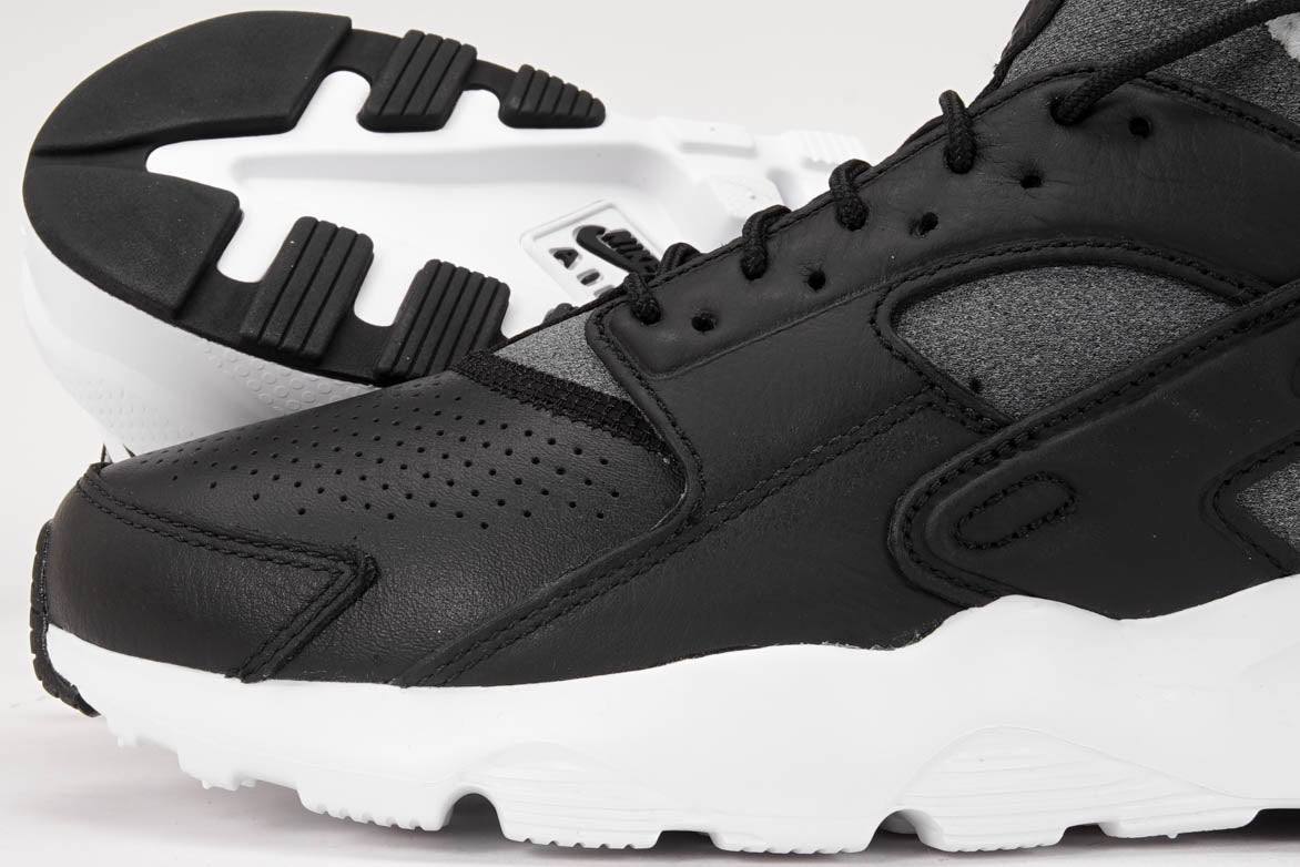 AIR HUARACHE RUN ULTRA SE - BLACK / WHITE