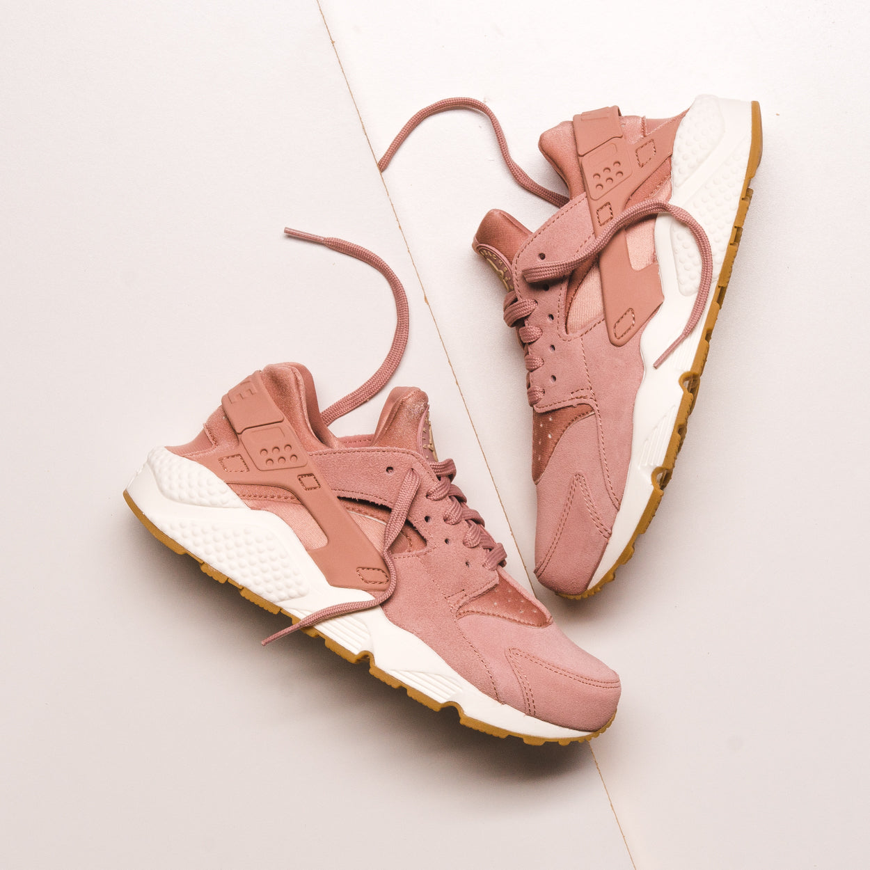 WMNS AIR HUARACHE RUN SD PARTICLE PINK