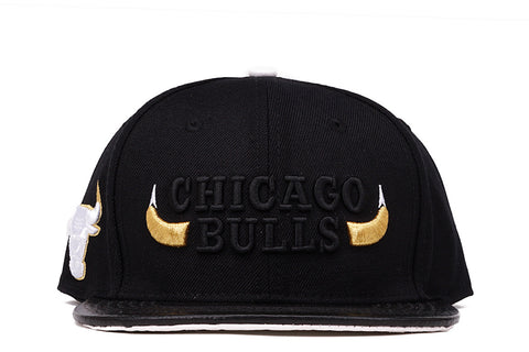 "CHICAGO BULLS ""HORNS"" STRAPBACK - BLACK"