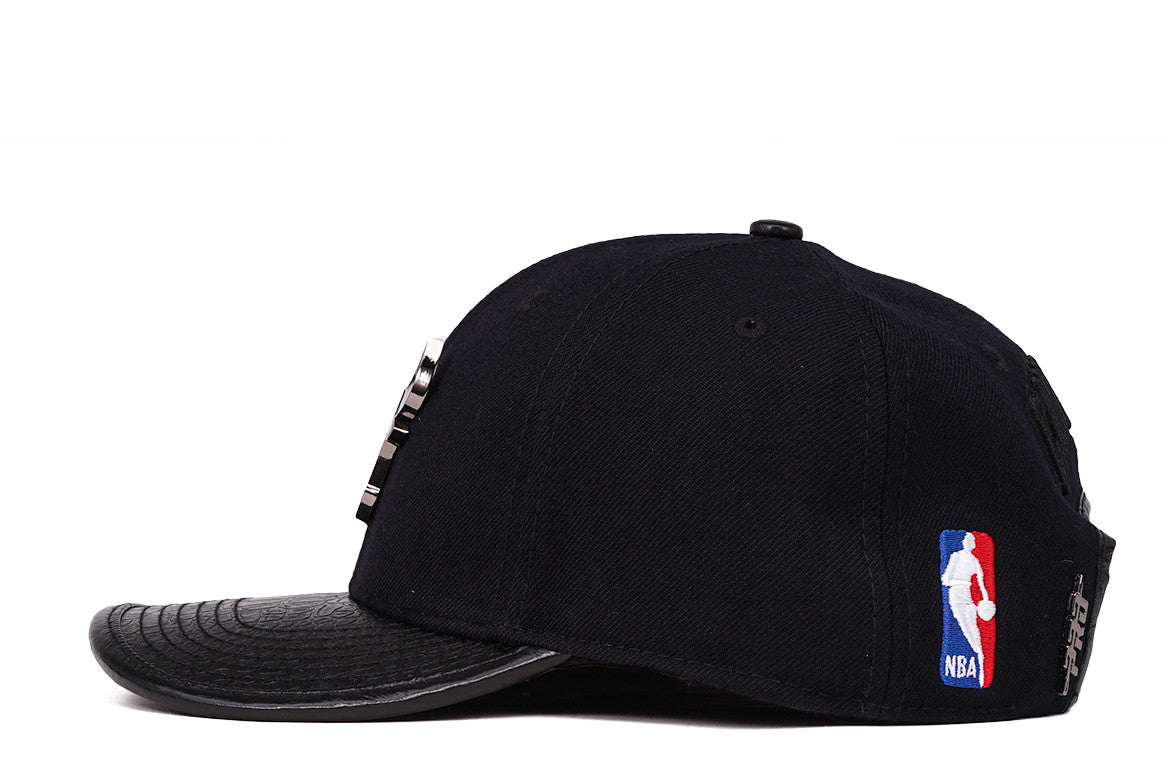 "CHICAGO BULLS ""SILVER METALLIC"" STRAPBACK - BLACK"