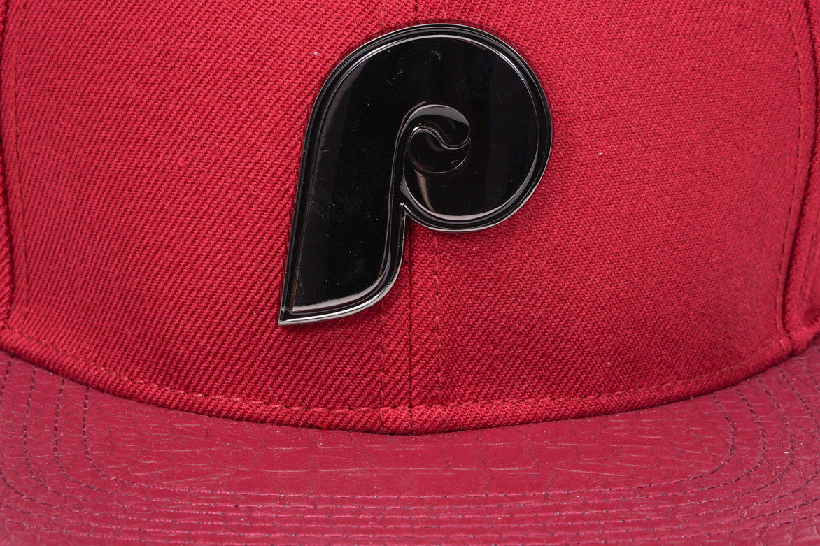 "PHILADELPHIA PHILLIES ""BLACK METALLIC"" STRAPBACK - WINE"