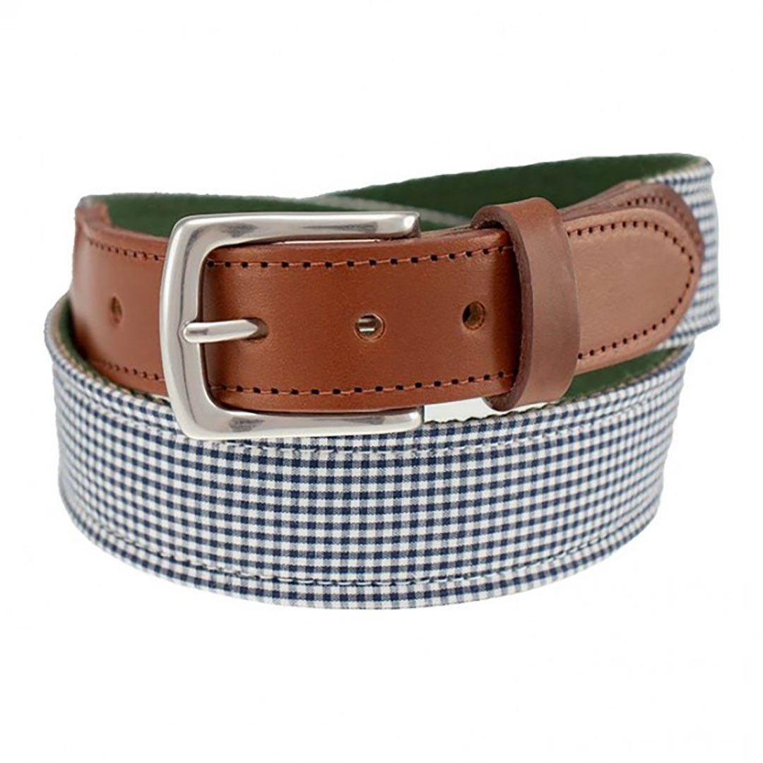 Our Haspel x T.B. Phelps collaboration belt is a stylish addition to any summer wardrobe, features navy gingham fabric. Perfect for your summer trip! The navy gingham is backed on sturdy nylon webbing, finished with a sturdy briar tab set and nickel finish buckle.