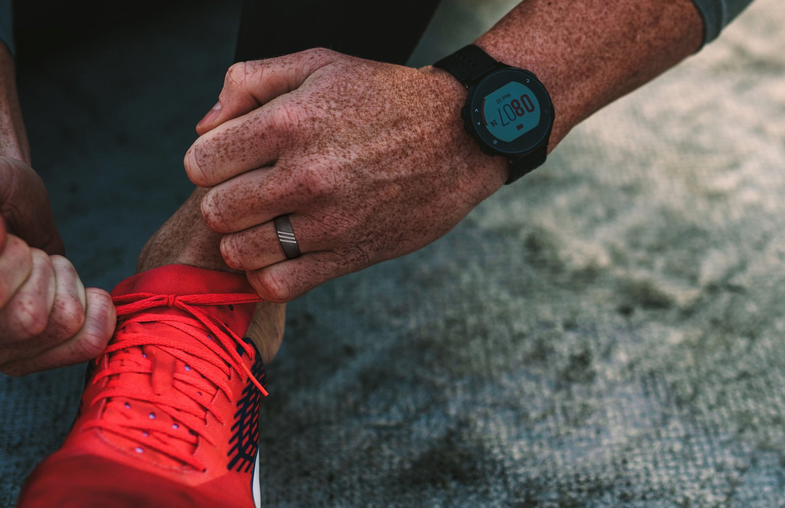 runner wearing livering silicone ring