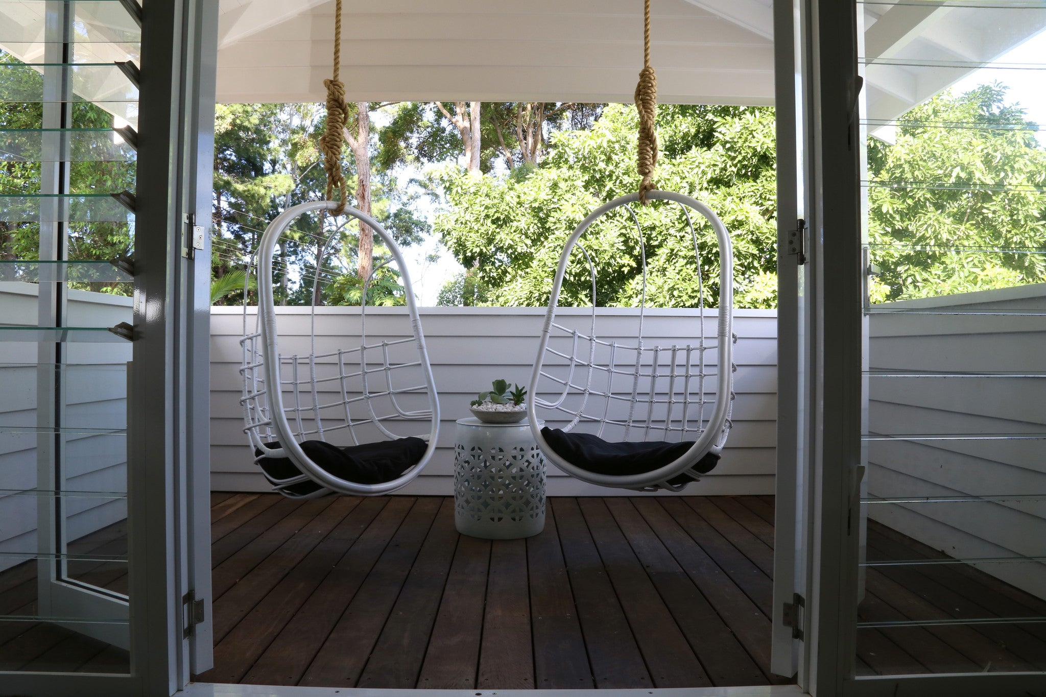 The Stella Hanging Chair dec delivery