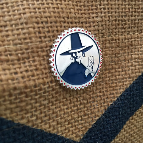 Club-Mate Pin