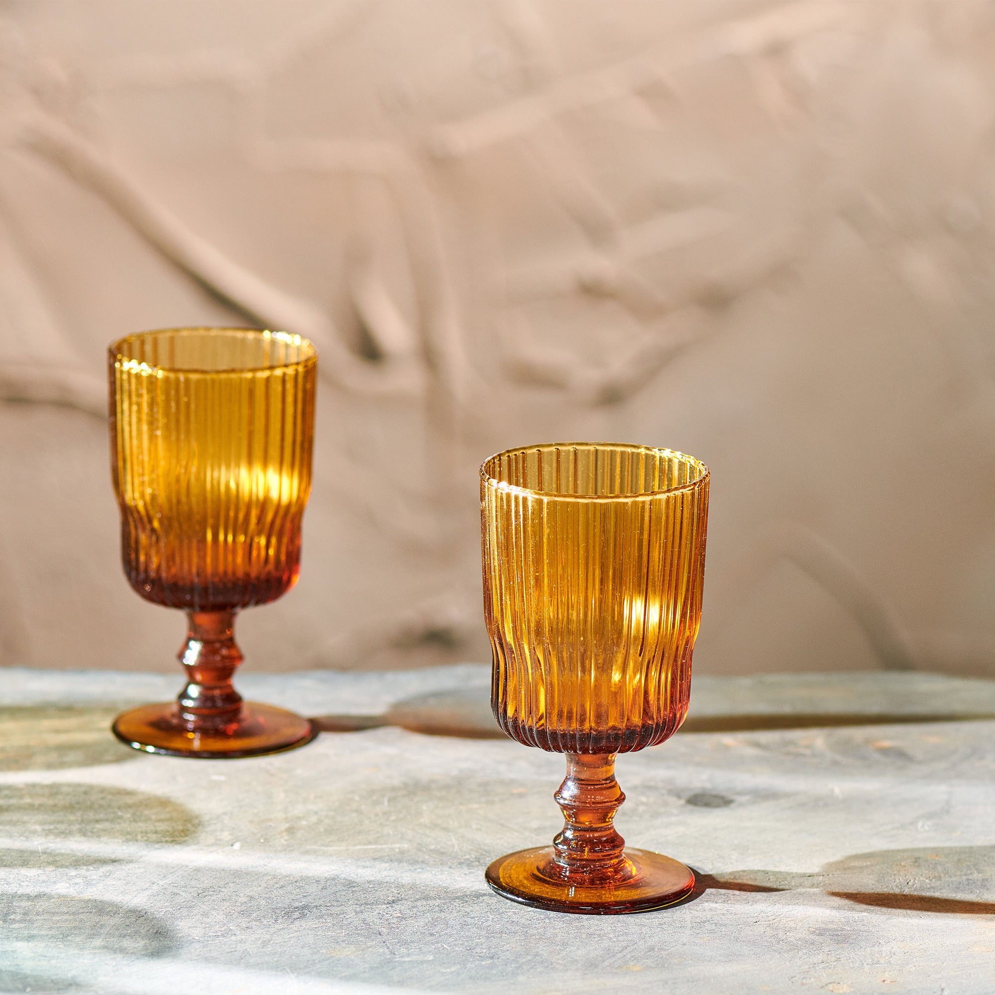 Fali ribbed wine glass - amber