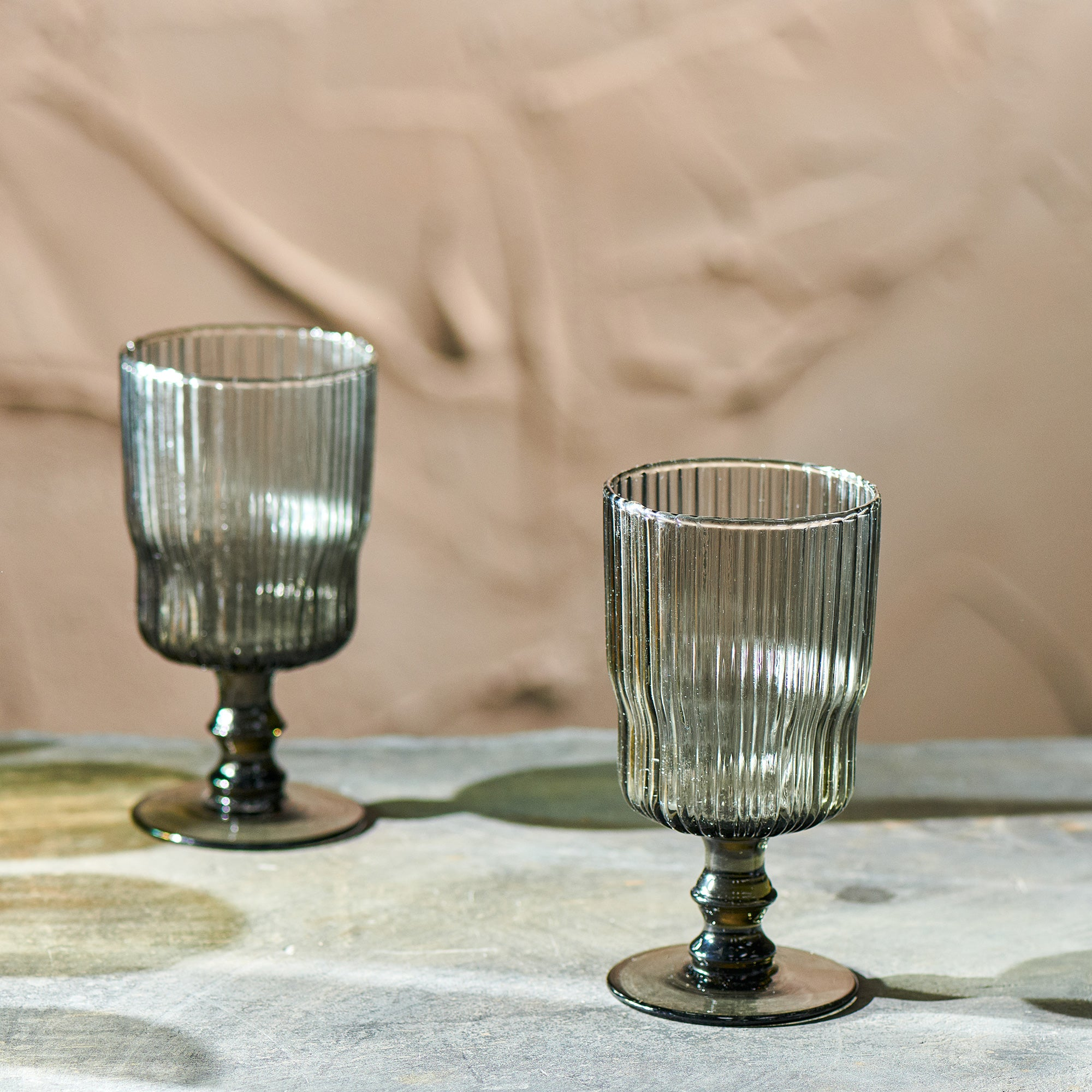 Fali ribbed wine glass - smoke
