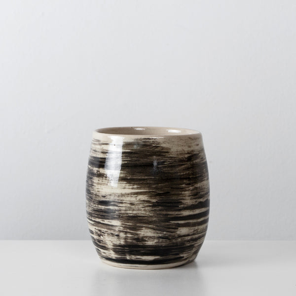 Charcoal ceramic coffee cup By SkandiHus