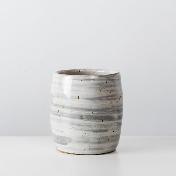 Grey ceramic coffee cup By SkandiHus
