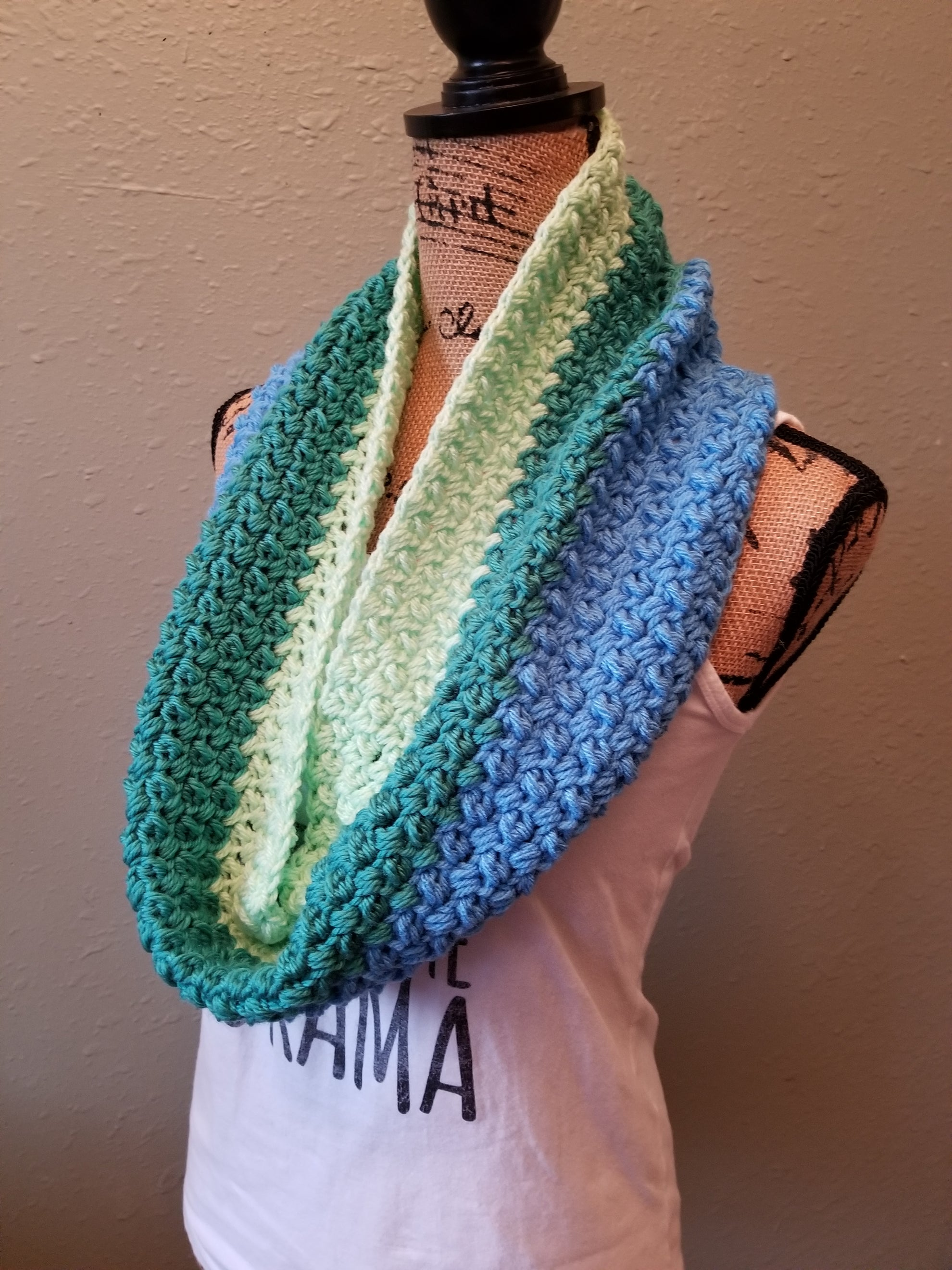 Tri colored sea foam cowl