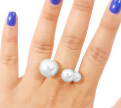 GLAM-IT-UP! BOLD PEARL STATEMENT RING IN SILVER TONE