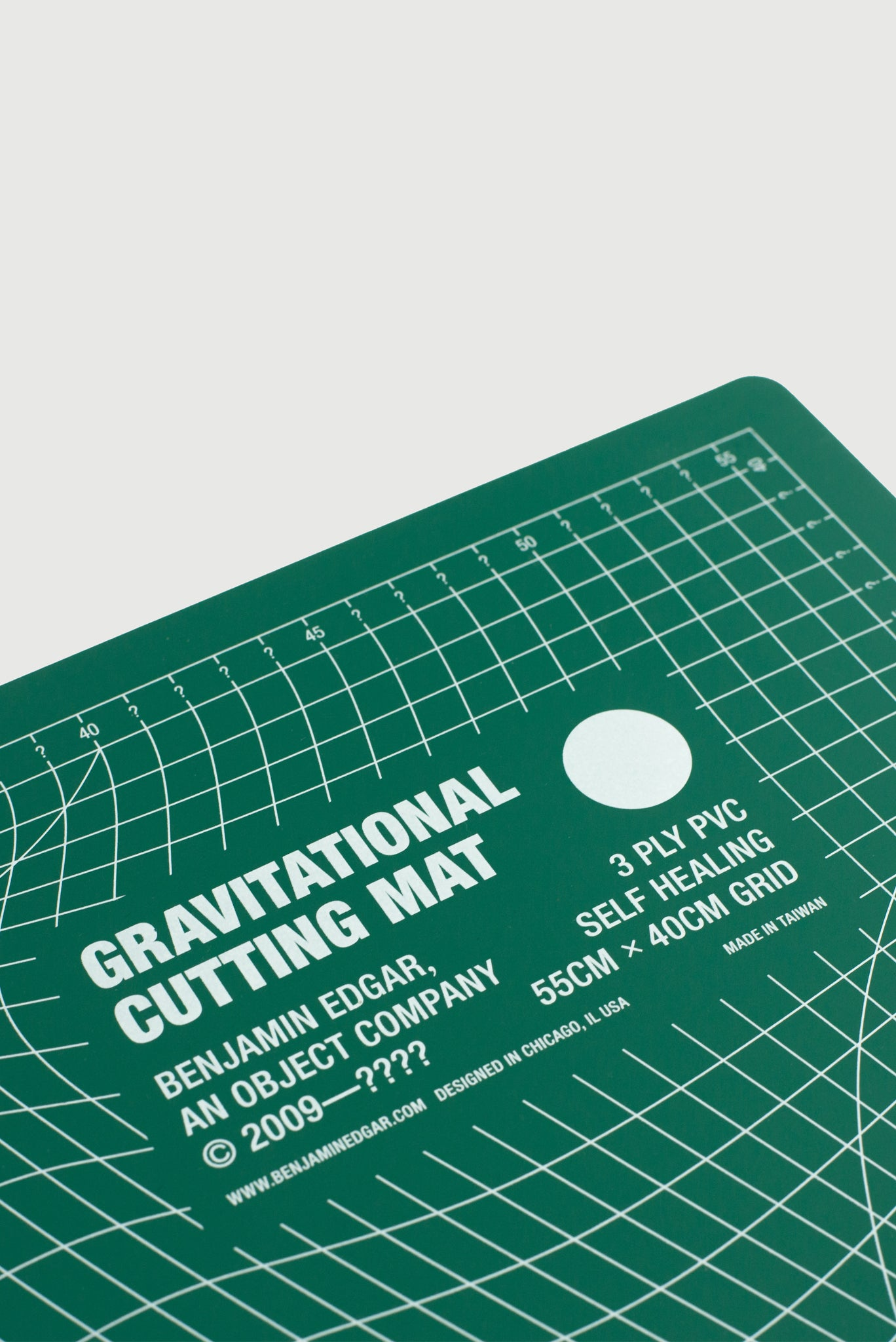 Gravitational Cutting Mat