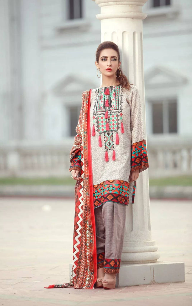 La Moderno by Lala - Embroidered Khaddar Wool Shawl Collection – 07B - YourLibaas  - 1