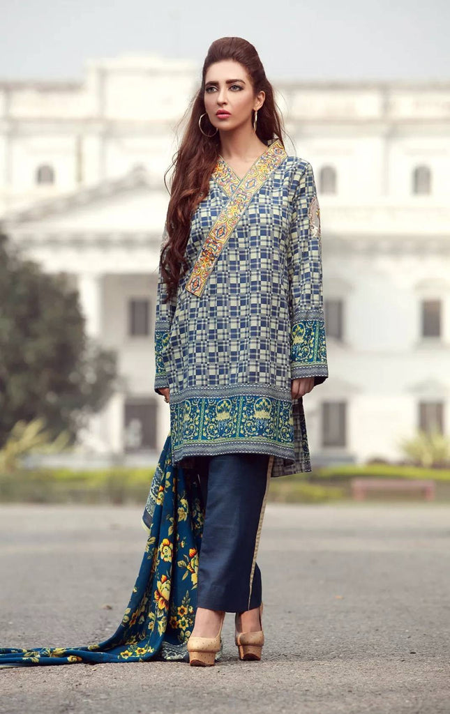 La Moderno by Lala - Embroidered Khaddar Wool Shawl Collection – 09B - YourLibaas  - 1