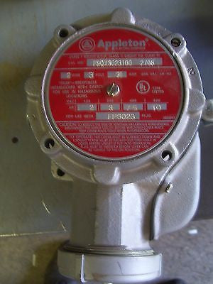 APPLETON CAT# FSQX3023100 SWITCH WITH RECEPTACLE